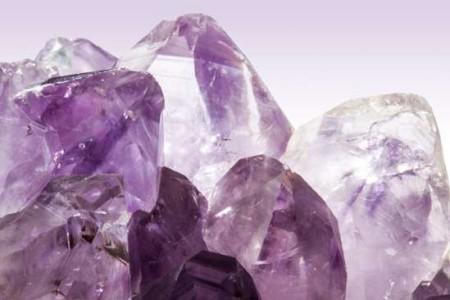 Piedras preciosas y cristales, magia natural